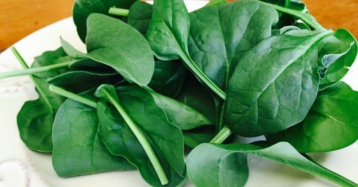 Quick + Delicious Ways to Make the Superfood Spinach Part of Your Life